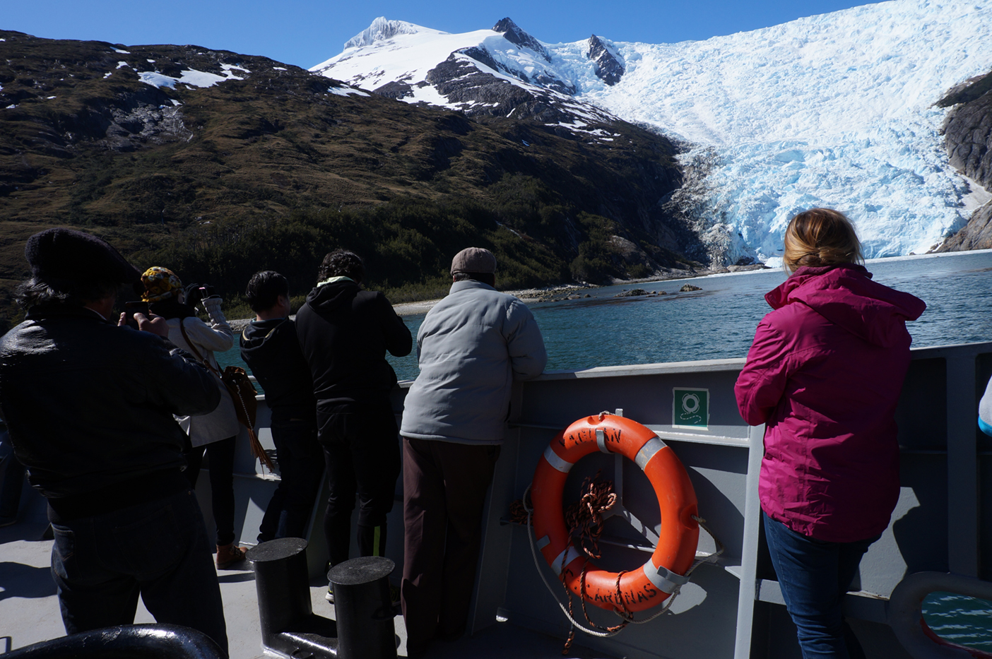Very impressive glacial wall and dolphin show :)