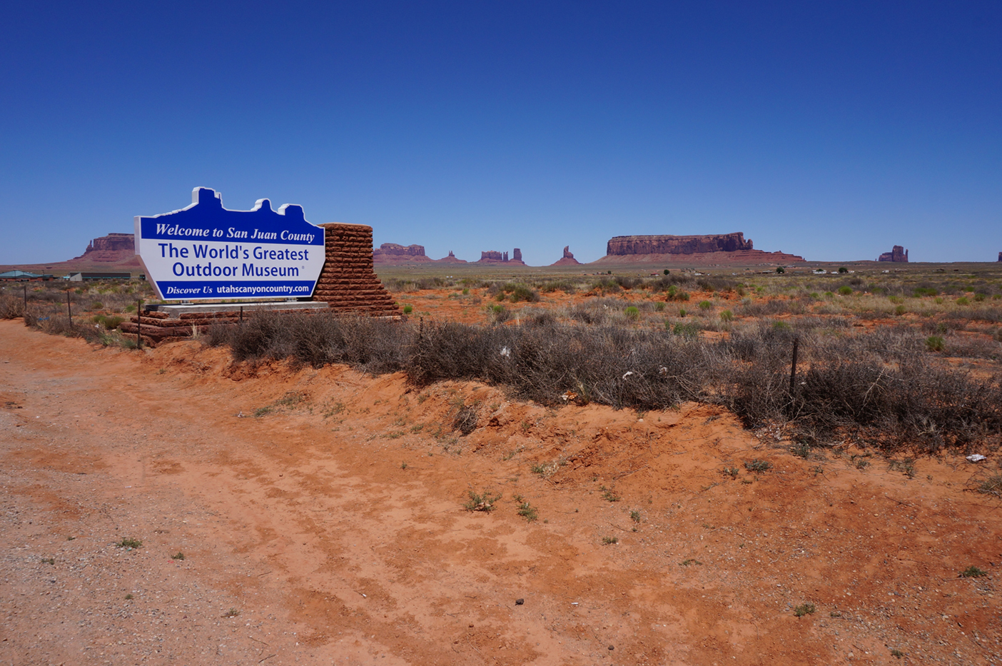 The four corners and monument valley two trekkers